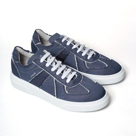 Low- Top Sneaker