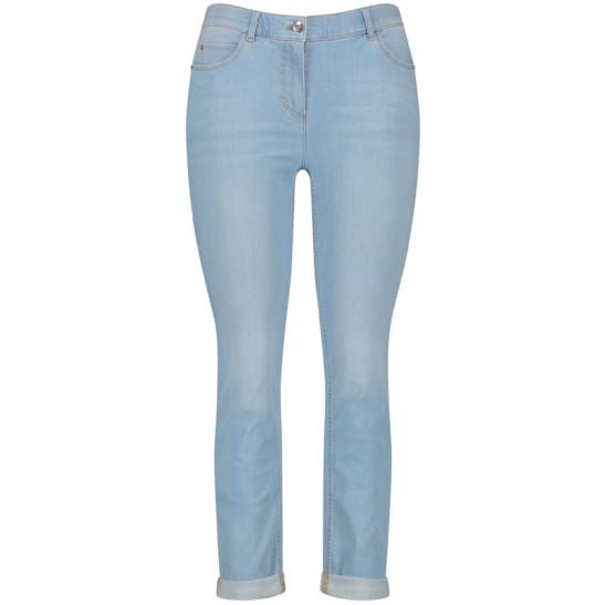Betty Jeans mit dezenten Washout-Effekten