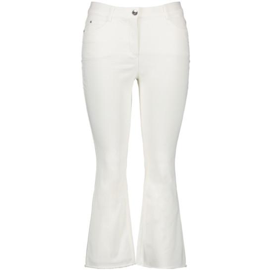 Betty Jeans mit modernem Flared-Leg aus Organic Cotton