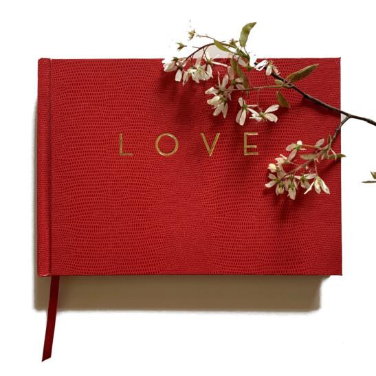 Love A5 quer Gästebuch rot