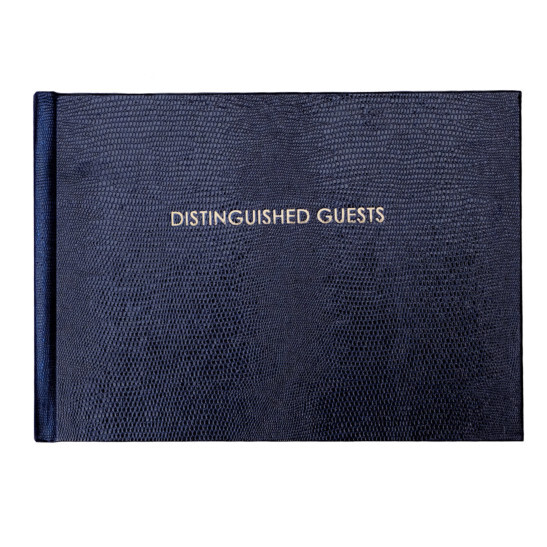 Distinguished Guests A5 quer Gästebuch dunkelblau